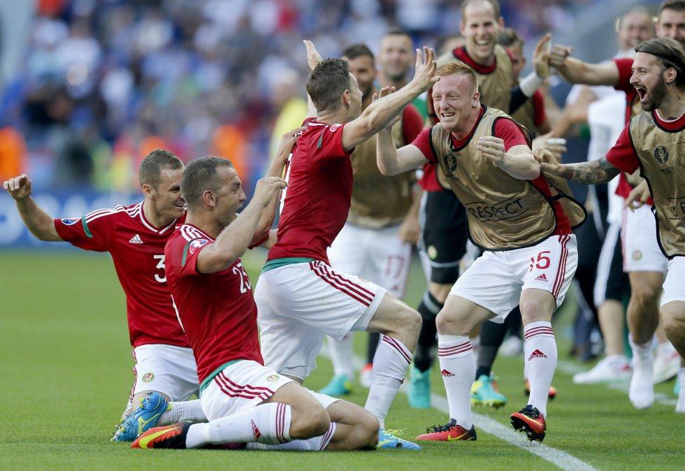 Hungría celebra el primer gol del juego.