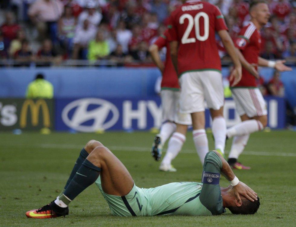 Cristiano Ronaldo se lamenta tras la primera anotación húngara.