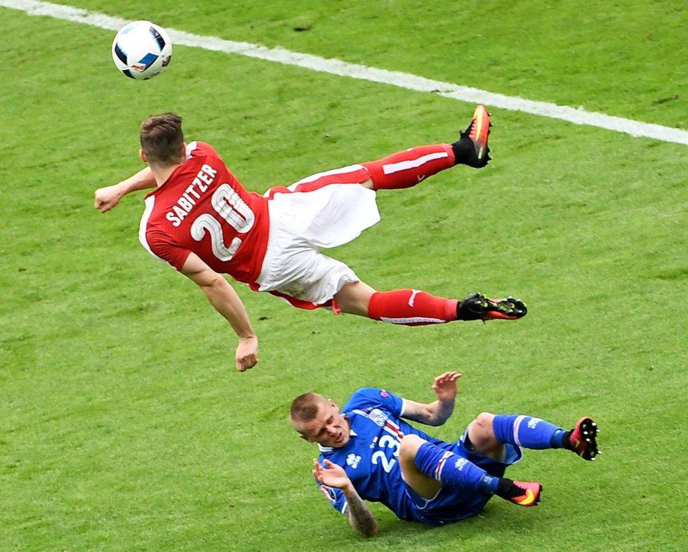 Sabitzer en acción durante el partido entre Islandia y Austria