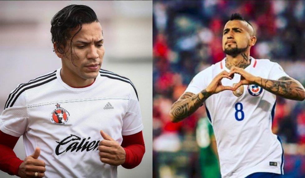 Eduardo Vargas comparte el gusto por el copete hacia un lado con su compañero Gonzalo Jara.