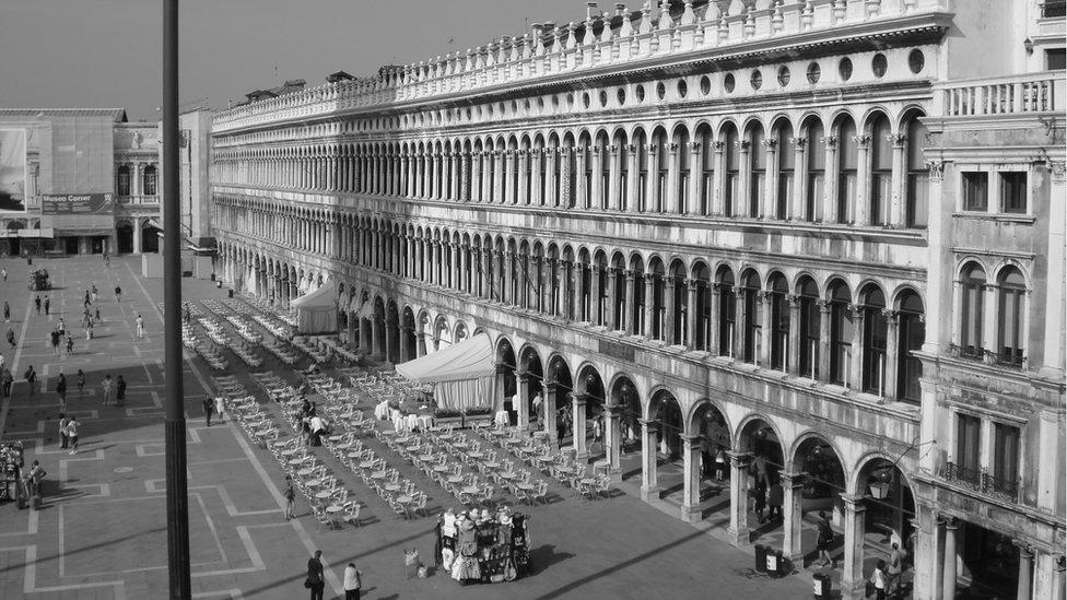 """""""Los edificios que rodean la Plaza de San Marco, en Venecia, Italia, presentan un gran cantidad de arcos superpuestos en su frente"""", nos explica Rafael Enriquez, desde Argentina."""