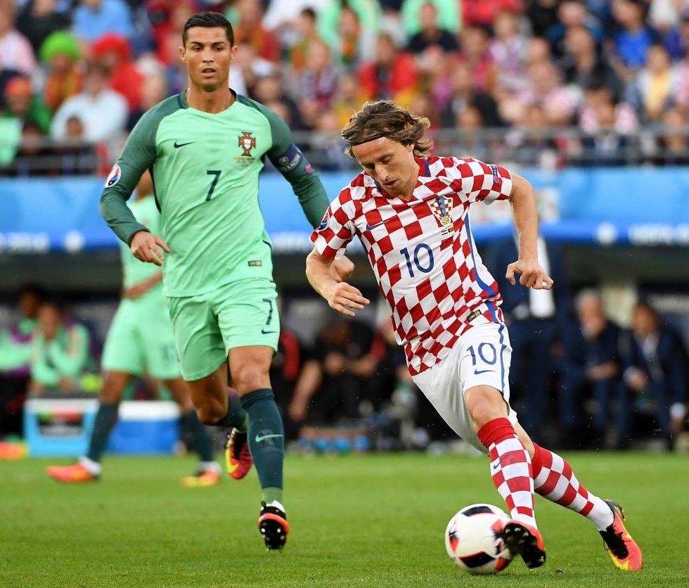 Modric y Cristiano Ronaldo, compañeros en el Real Madrid, se enfrentaron defendiendo sus selecciones.