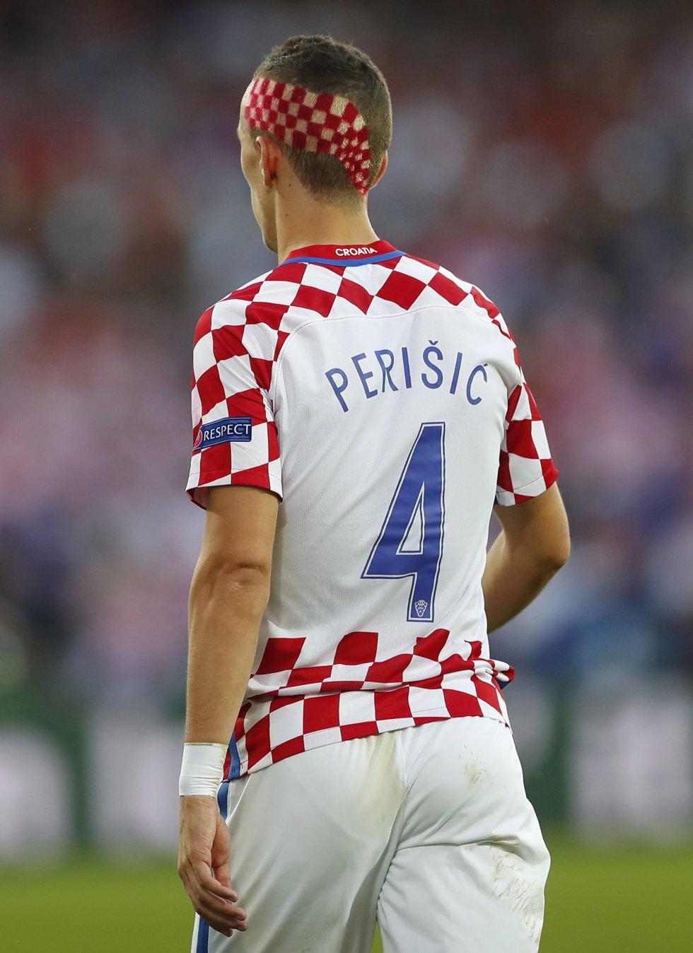 Perisic lució un look particular, en honor a la bandera croata.