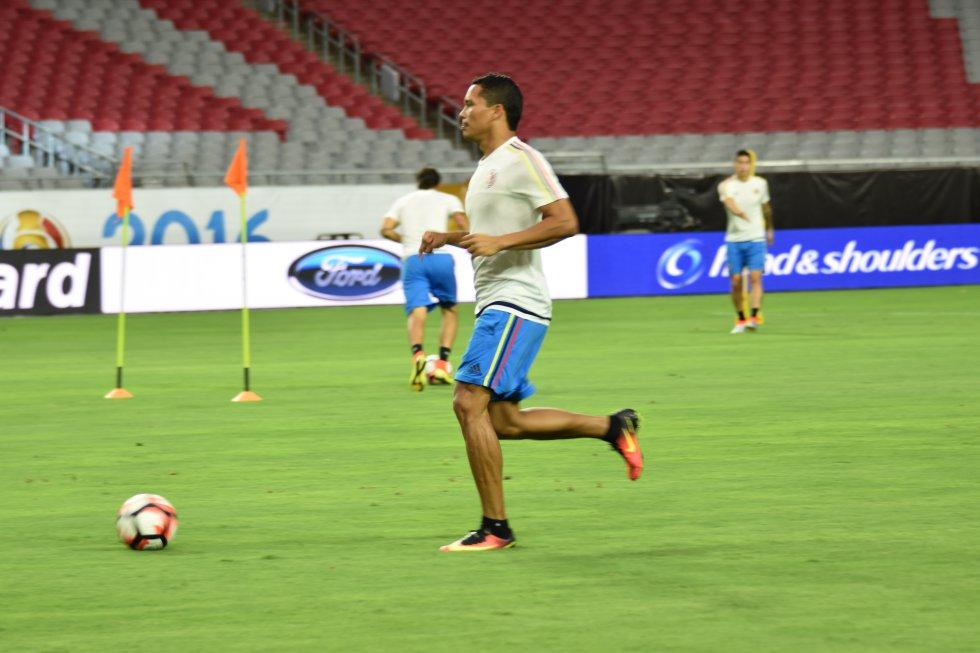 Carlos Bacca durante la práctica en Phoenix.