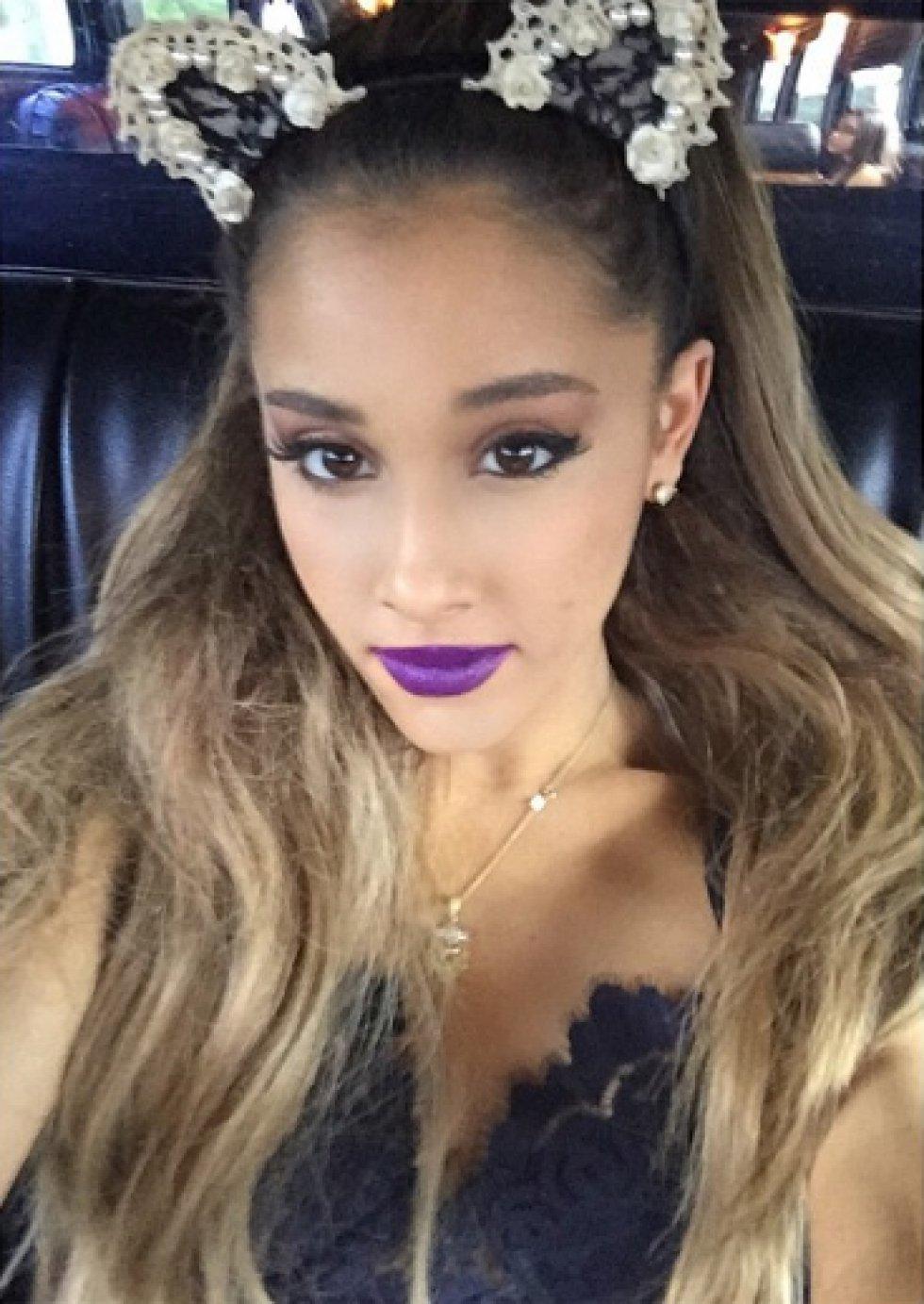 Ariana es distinguida por usar 'orejitas' de gatos, ratones y conejos.