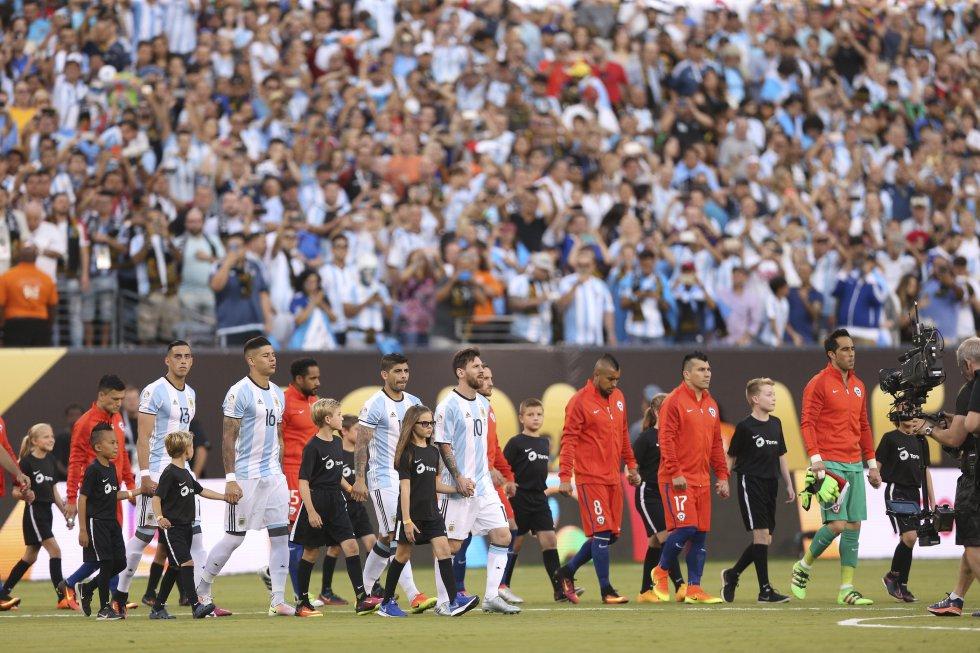 Chile y Argentina salen a la cancha.