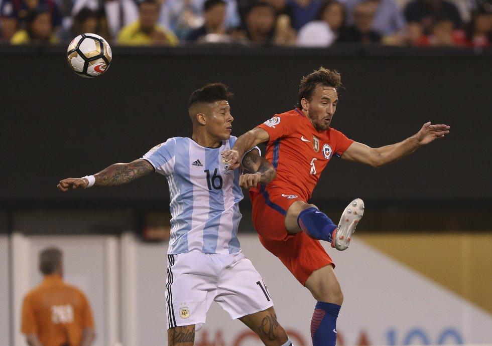 En el primer tiempo Argentina cometió siete faltas.