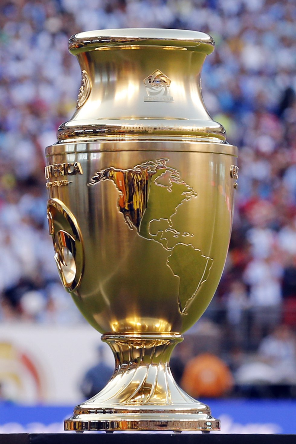 El trofeo de la Copa América Centenario.