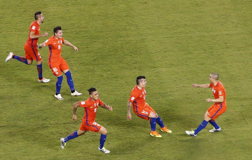Silva anotó el último cobro de punto penal y Chile se consagró campeón.