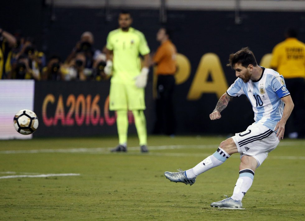 El cobro de penalti que falló Messi.