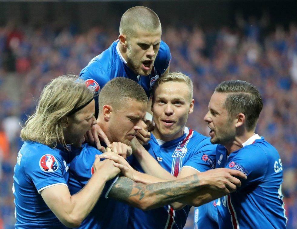Ragnar Sigurdsson anotó el empate de Islandia al minuto 6.