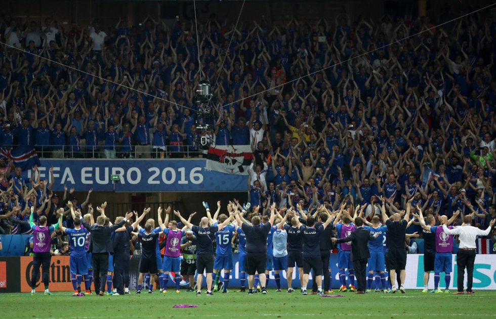 Islandia celebra con sus hinchas la histórica clasificación.