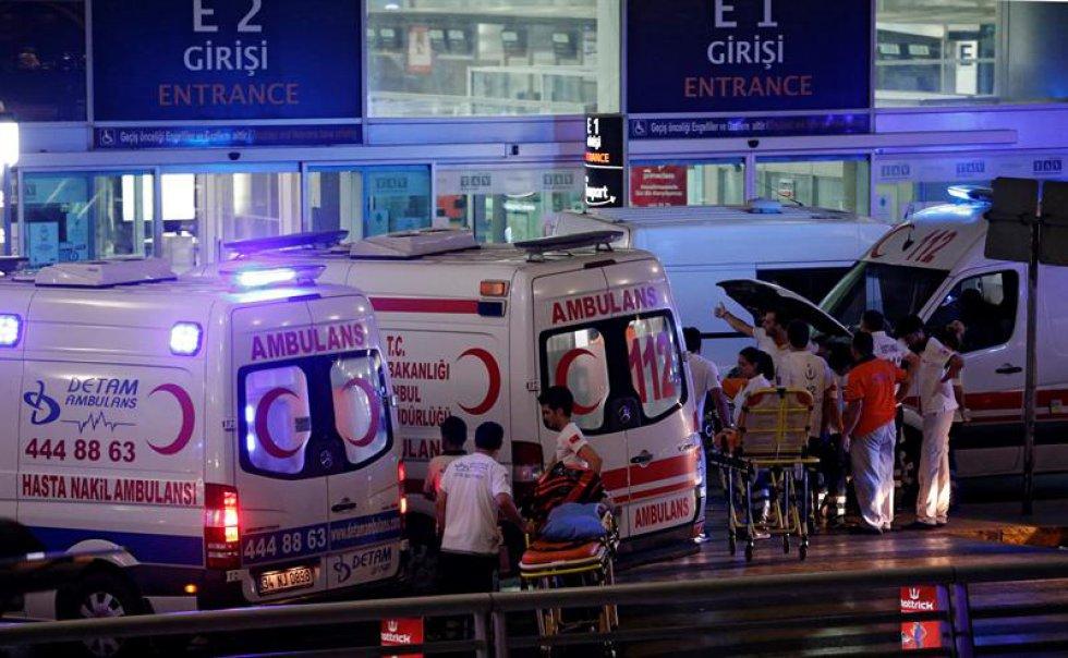 Según reportes oficiales, también se encuentran al menos 20 personas heridas.