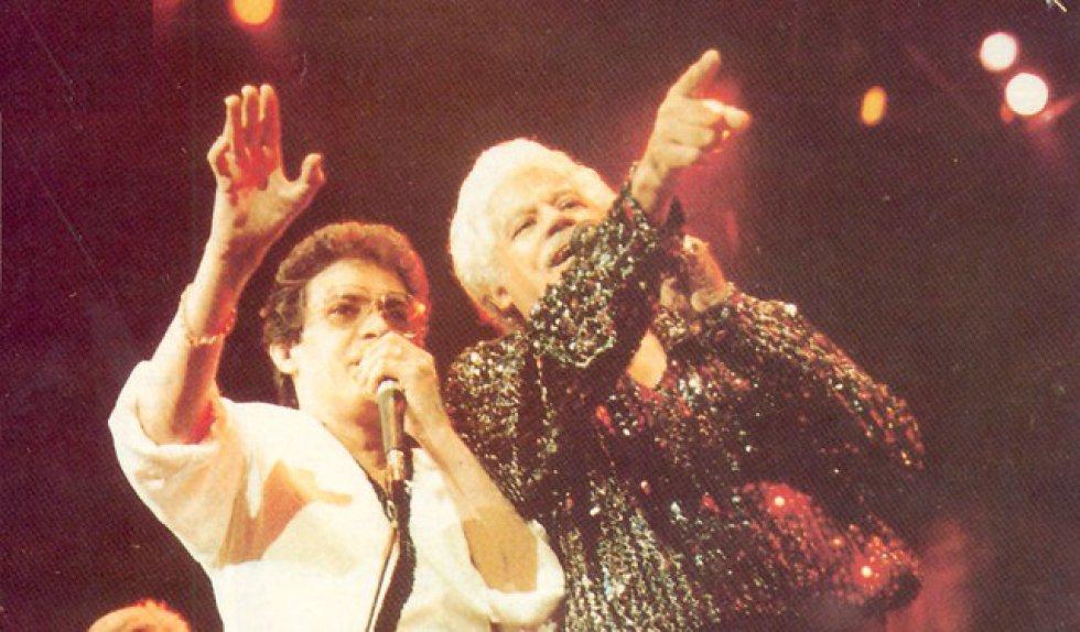 También se le conoció por hacer colaboraciones junto a grandes intérpretes de la salsa.