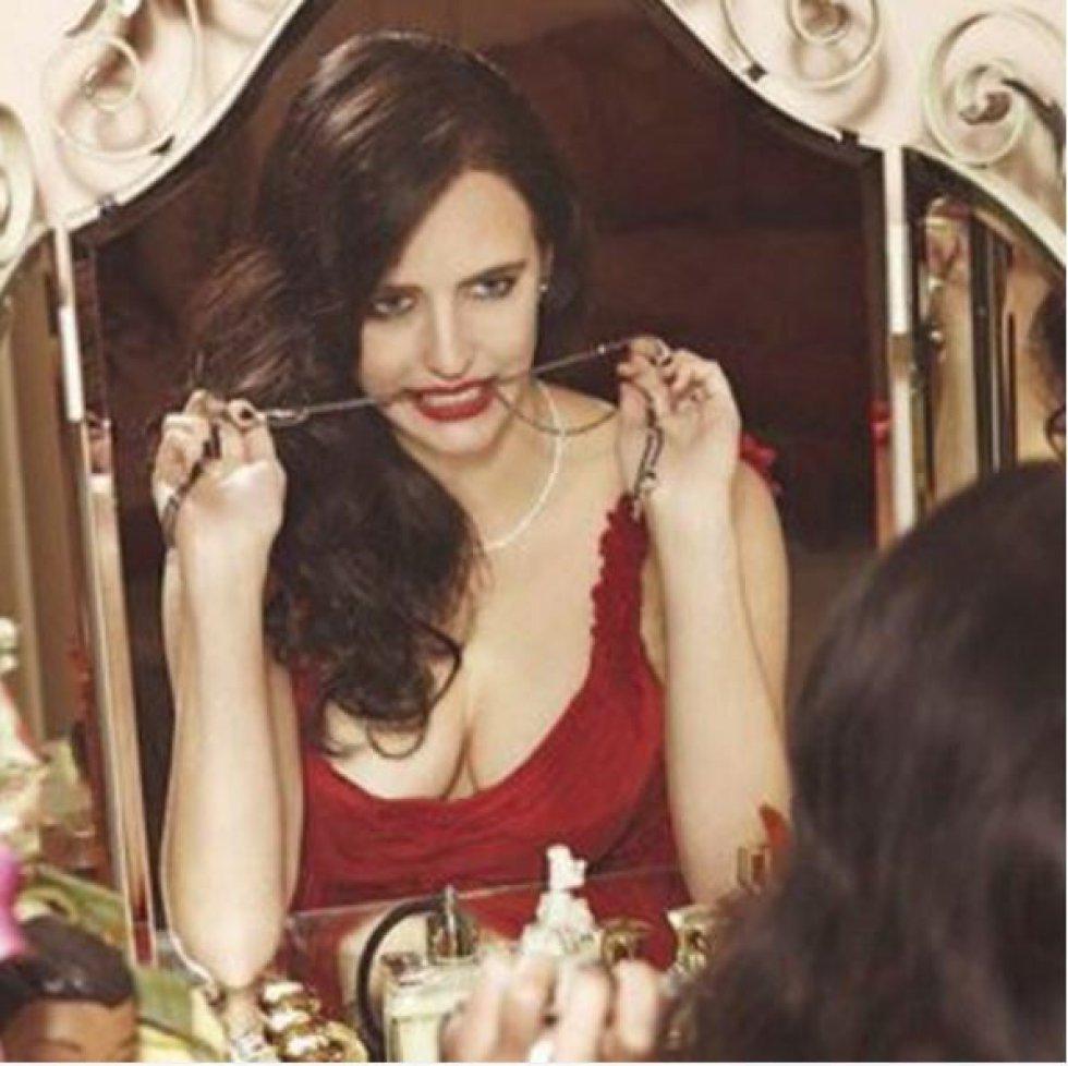 """En 2012 trabajó en una producción de Tim Burton, """"Sombras Tenebrosas"""", en la que interpretó a Angelique Bouchard."""