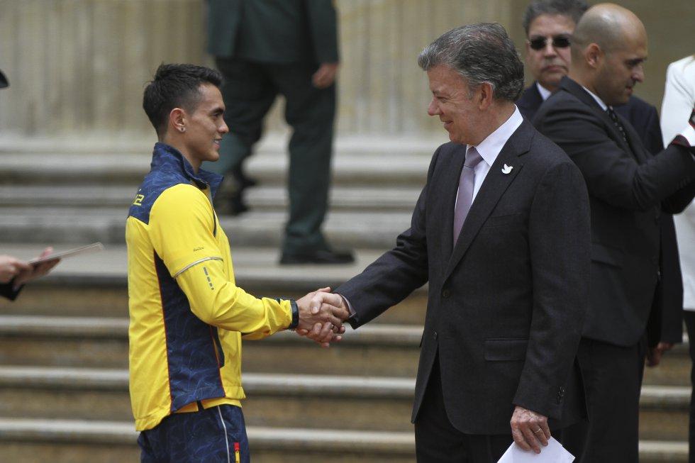 Jossimar Calvo y el presidente Juan Manuel Santos.