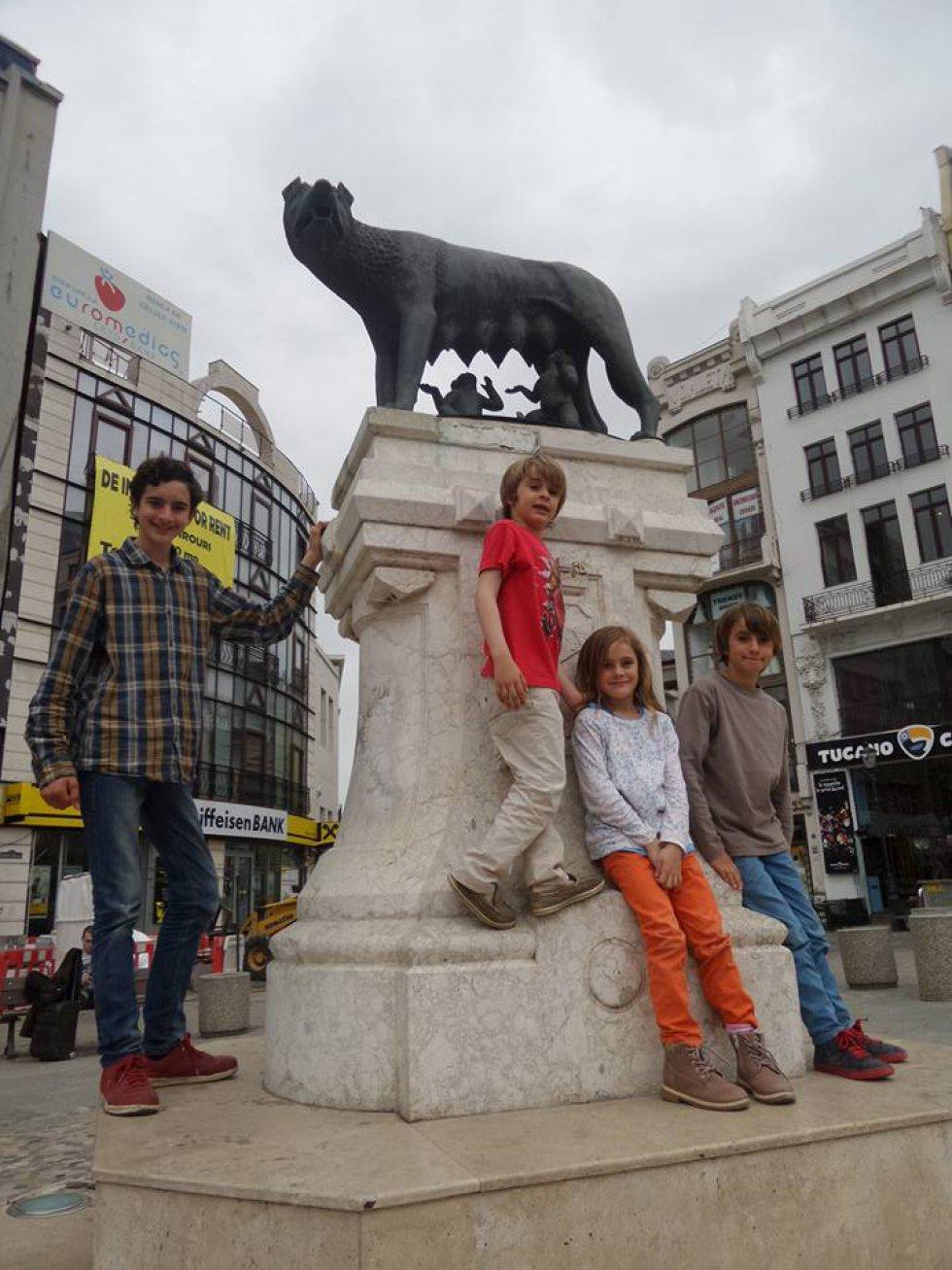 Hace quince años que los Zapp, una familia de Los Cardales, Buenos Aires, viaja por el mundo en un coche de 1928.