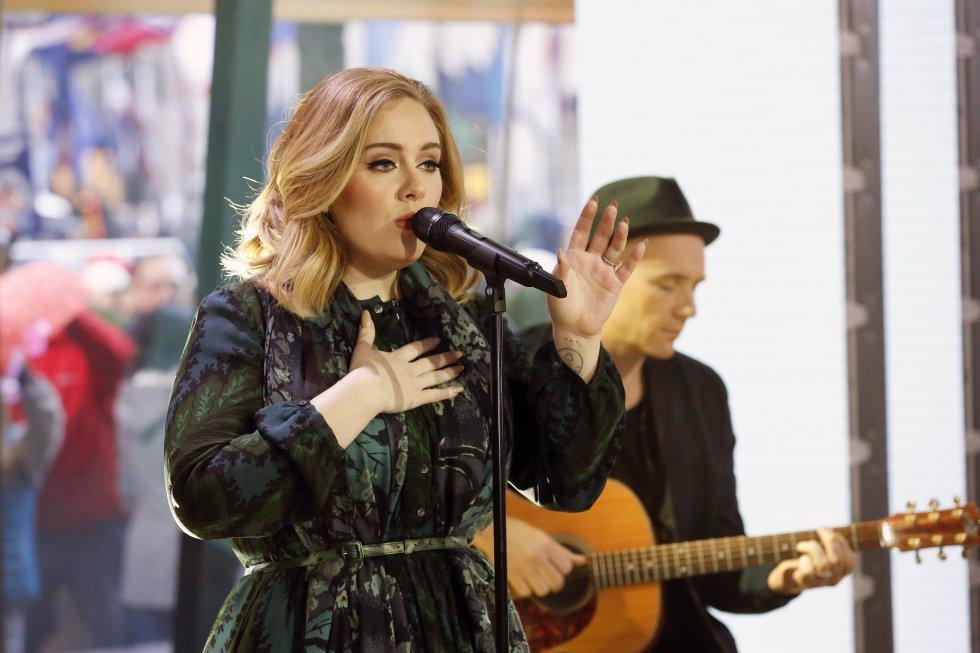 80.5 millones de dólares acumuló Adele entre junio de 2015 y junio de 2016. Más de la mitad de sus ganancias corresponden netamente a lo que recoje del negocio de la música.