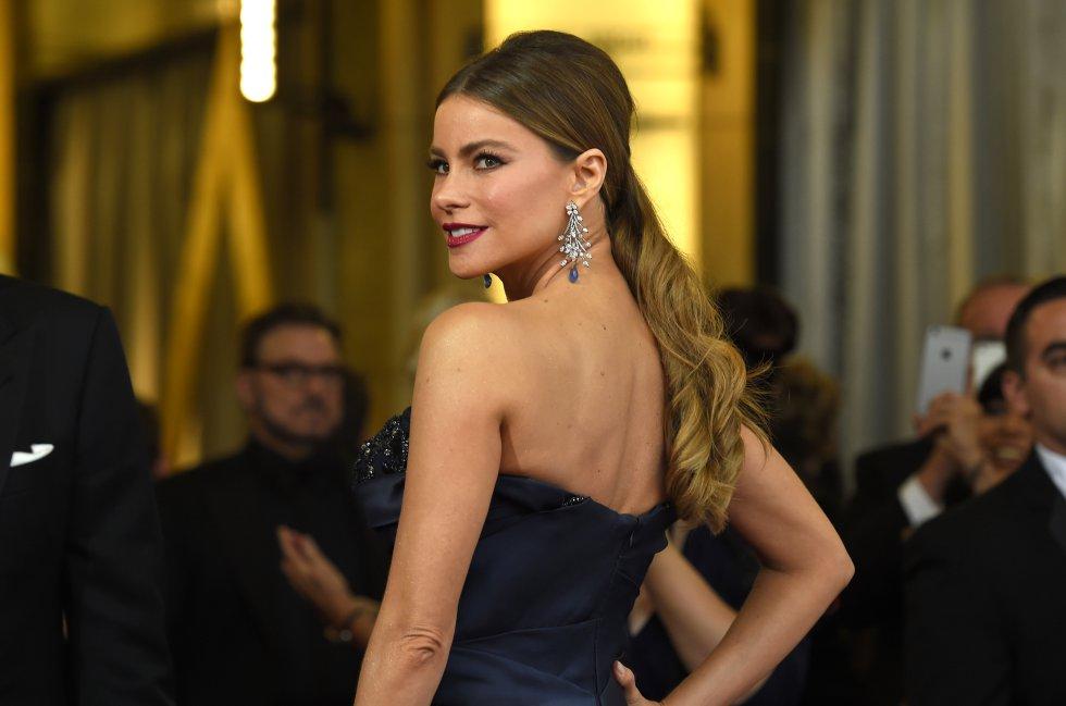 Sofía Vergara se ubicó en el puesto número 58 de las 100 celebridades con mayores ingresos en 2016 publicado por la revista Forbes. La barranquillera tuvo ganancias por 43 millones de pesos.