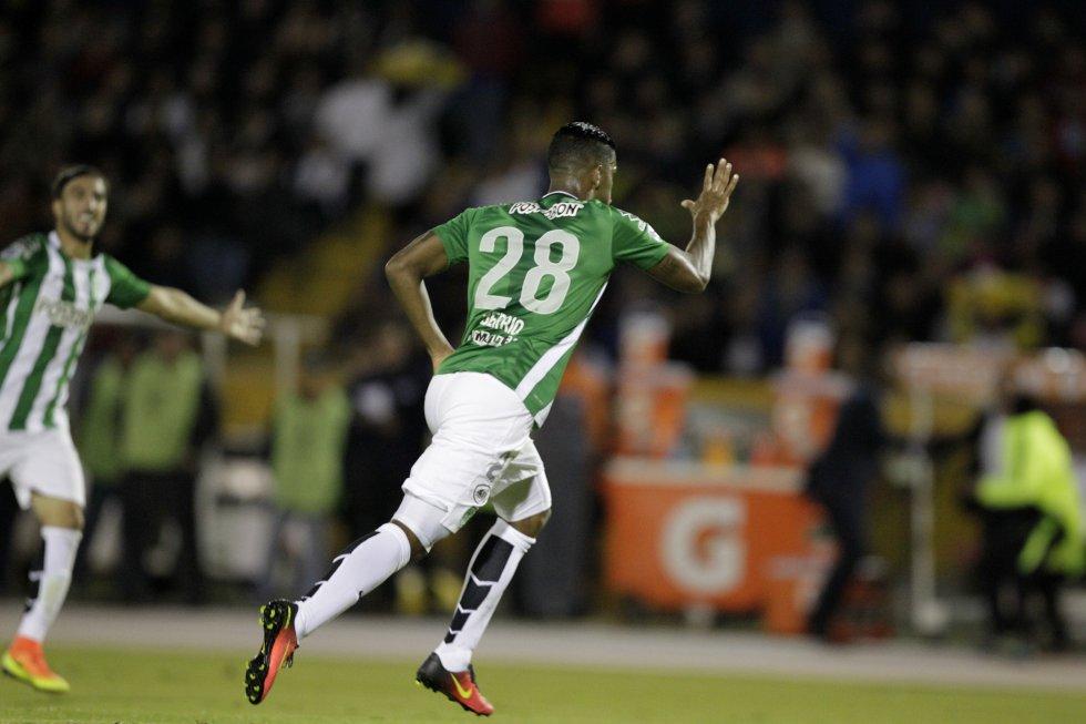 Orlando Berrío abrió el marcador con un fuerte remate de media distancia.