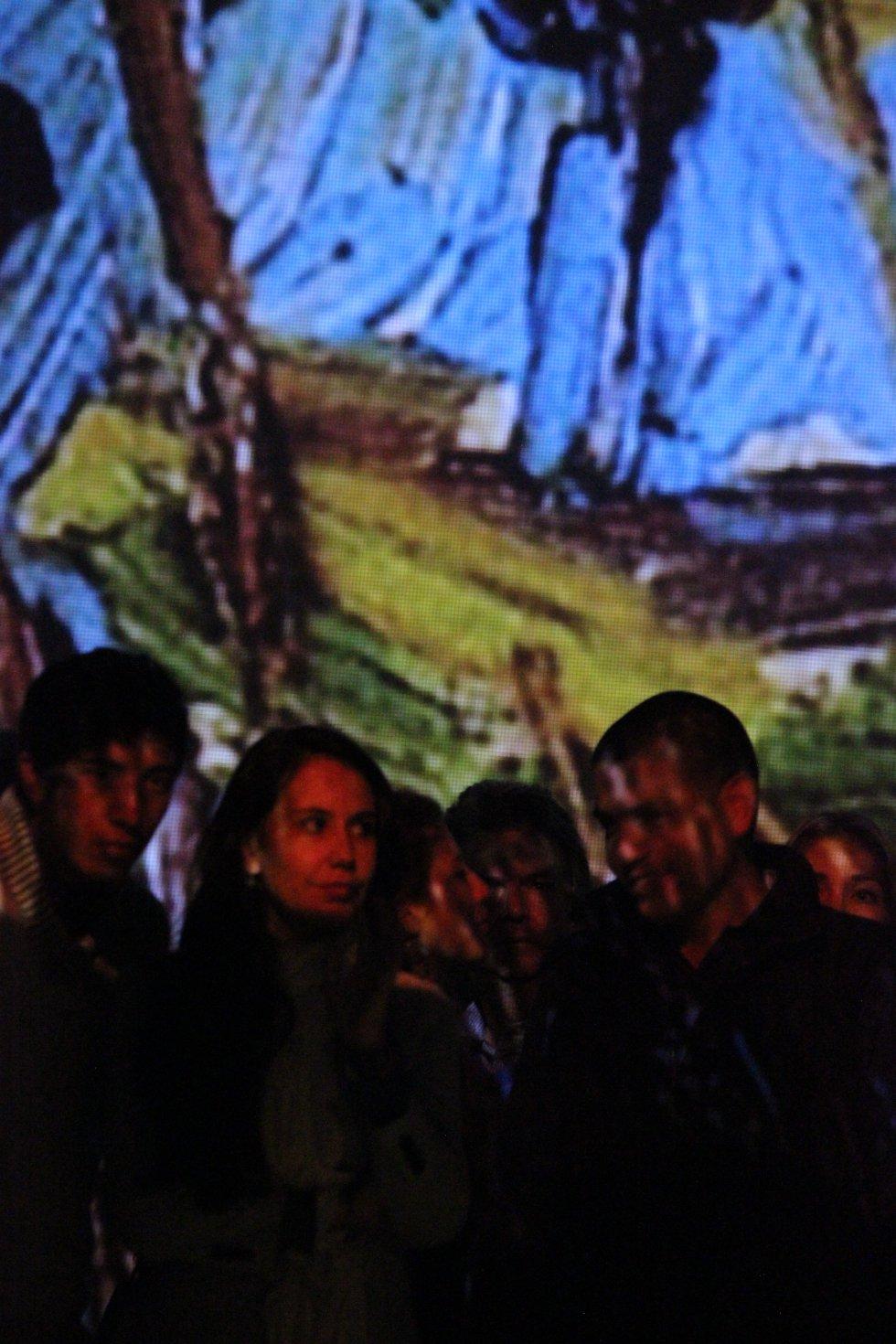 Los más jóvenes disfrutan con un formato que es pensado para ser sensorial e interactivo, mientras aprenden y conocen las obras de Van Gogh; los adultos ven con otros ojos las piezas que, de alguna u otra forma, se han vuelto ya cotidianas y recurrentes.