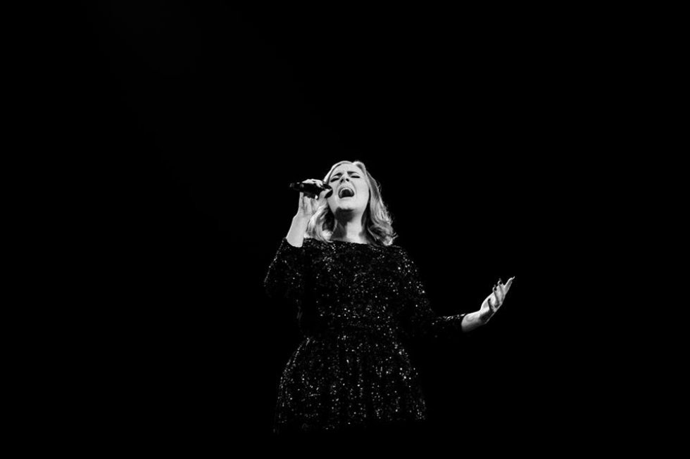Adele es una de las grandes nominadas de los premios en 8 categorías incluida la de mejor video por su canción 'Hello'.