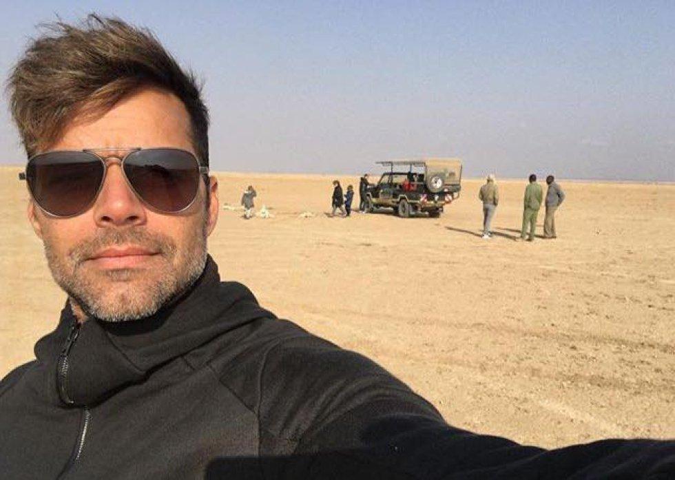 El cantante se encuentra estos días en Kenia realizando un safari por el parque nacional de Amboseli junto a su novio, Jwan Yosef, y sus gemelos Matteo y Valentino.