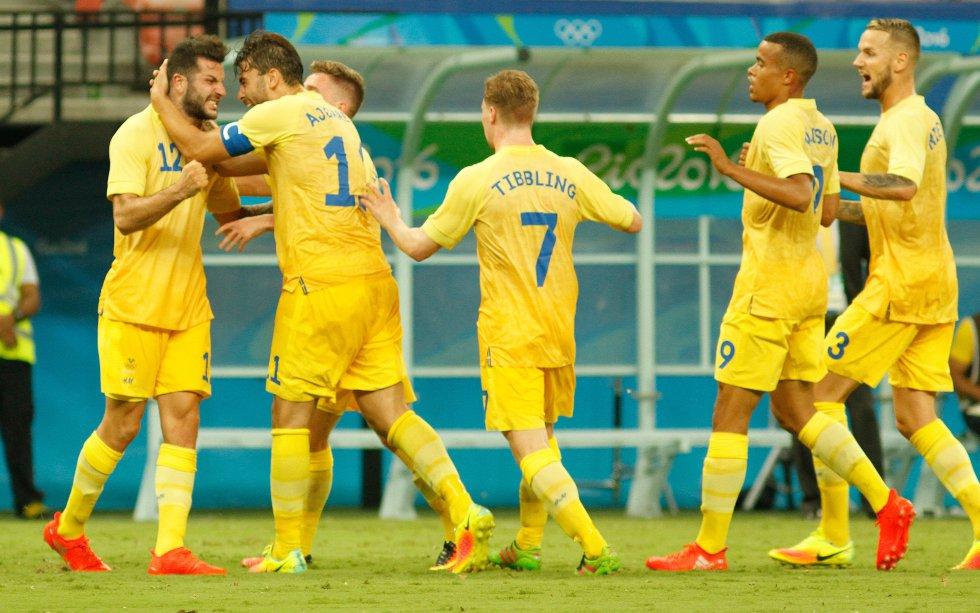 Suecia celebra el 1-1 parcial.