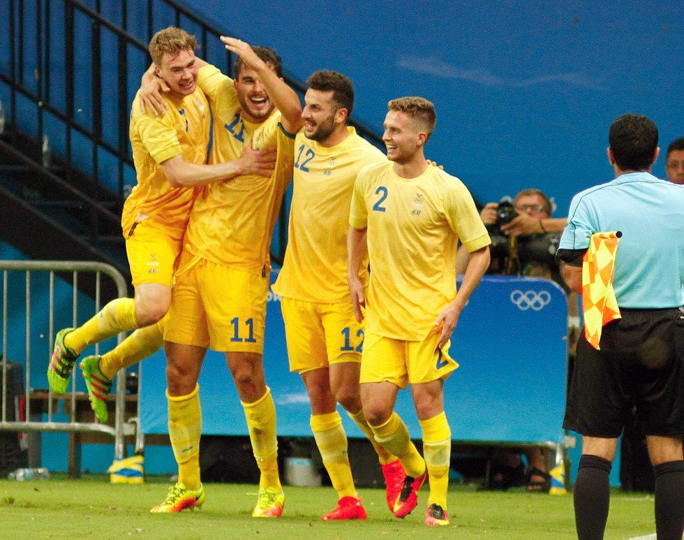 Los jugadores de Suecia celebran el 2-1 parcial.