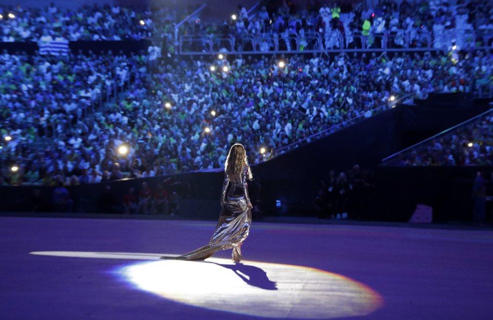 Mientras ella se apoderada del escenario, el público se lanzaba a corear el estribillo de la segunda canción más conocida del mundo, compuesta por Antonio Carlos Jobim con letra de Vinicius de Morais.
