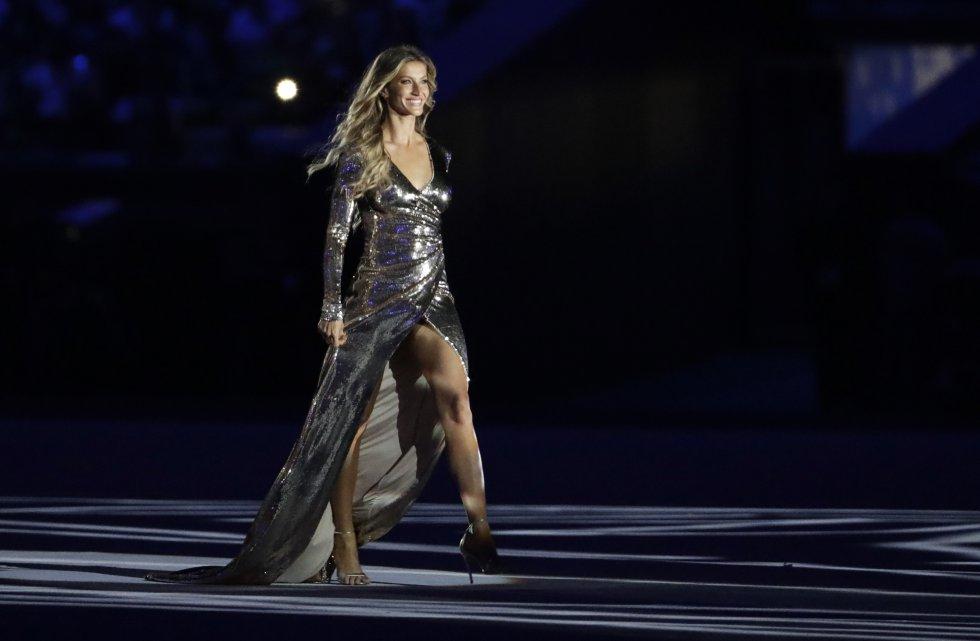 """La modelo Gisele Bündchen representó a la """"Garota de Ipanema"""" en el estadio de Maracaná durante la ceremonia de apertura de los Juegos de Río 2016."""