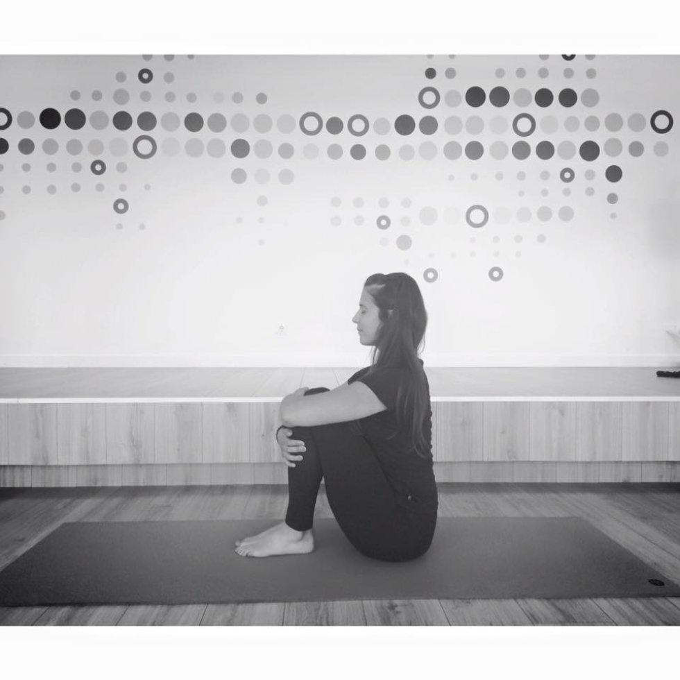 El yoga mejora la flexibilidad del cuerpo haciendo que las articulaciones se lubriquen y estén en movimiento.