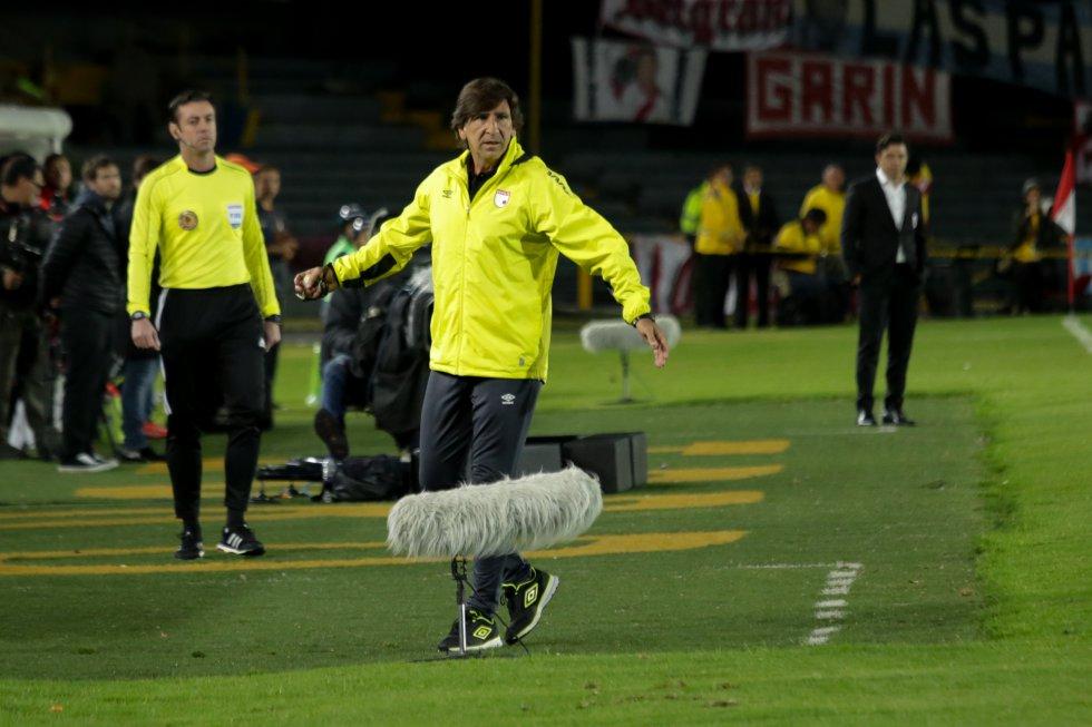 Gustavo Costas se lamenta por la poca claridad en ataque de su equipo.
