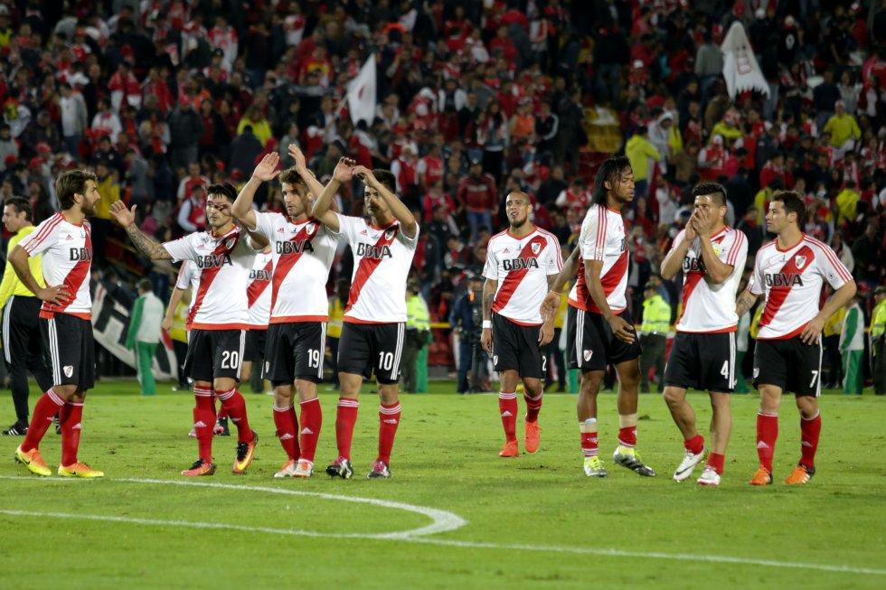 Los jugadores de River agradecen a sus hinchas que asistieron de forma masiva a El Campín.
