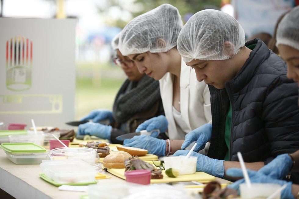 Ceviches, aborrajados de pescado, cocadas, cazuelas del pacifico y luladas fueron tan solo algunos de los platos que deleitaron a los capitalinos.