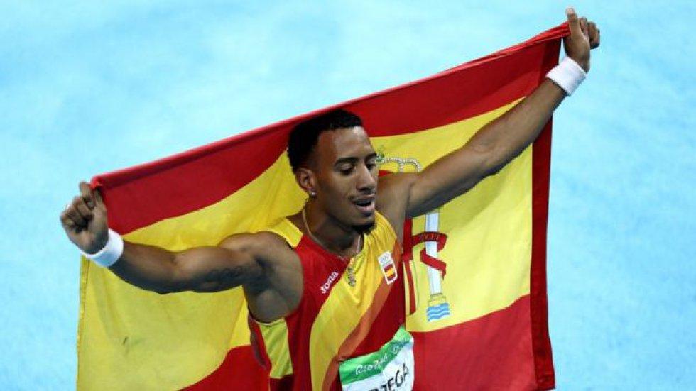 Durante Londres 2012 Bolt estableció con el equipo jamaiquino el actual récord mundial en relevo 4x100 con 36,84 segundos.