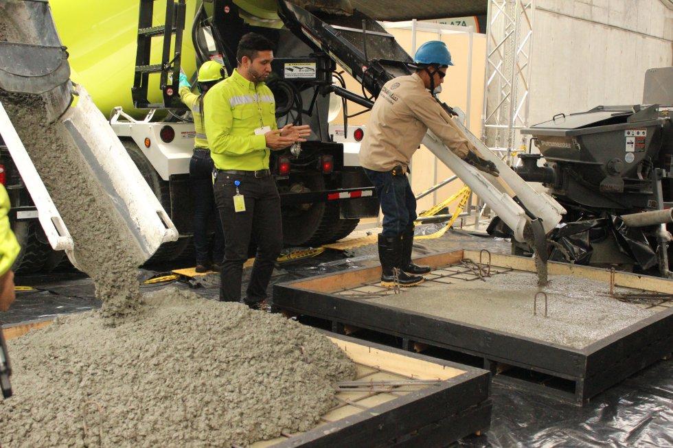 En la muestra se puede observar la facilidad del concreto autocompactante para desplazarse por el interior de espacios reducidos, llenándolos de forma nantural, bajo la acción propia de su peso.