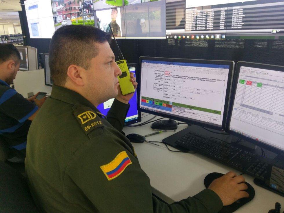 Otro de los beneficios que brinda la tecnología es la posibilidad de comunicarse recíprocamente a través del vídeo, desde el comando al policía.