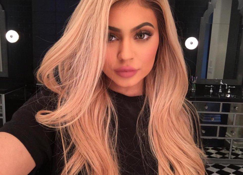 Y ni la más pequeña de este plan se escapa, Kylie se ha realizado muchas cirugías.