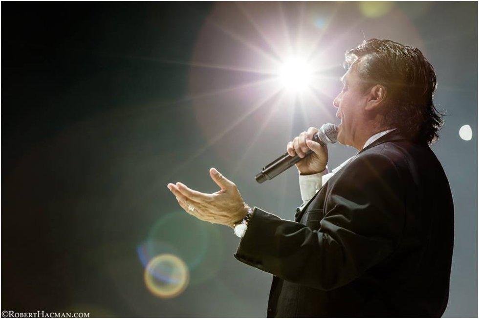 """""""Querida"""" fue lanzada en 1984 y relanzada en 2015 en un dueto con Juanes, Querida es una de las canciones más representativas de Juan Gabriel."""