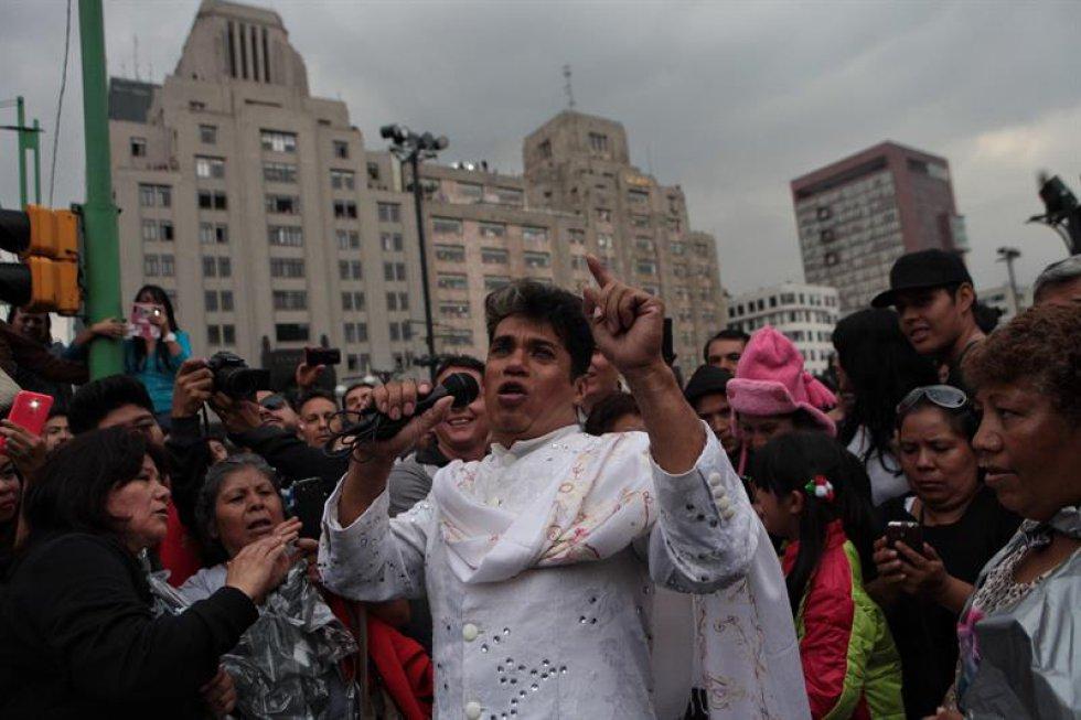 El mariachi Gama Mil, la Orquesta Sinfónica del Estado de México y la Sonora Santanera son algunas de las agrupaciones que han llegado hasta el Palacio de Bellas Artes para cantar en honor al 'Divo de Juárez'.