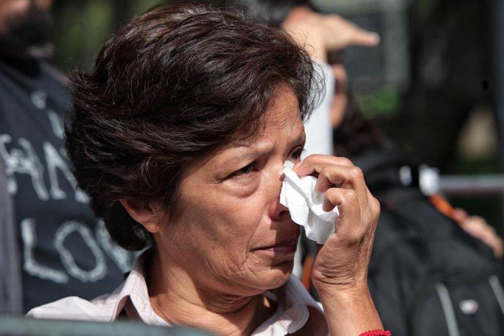 Familias y fanáticas no han ocultado su tristeza ante la partida del músico.
