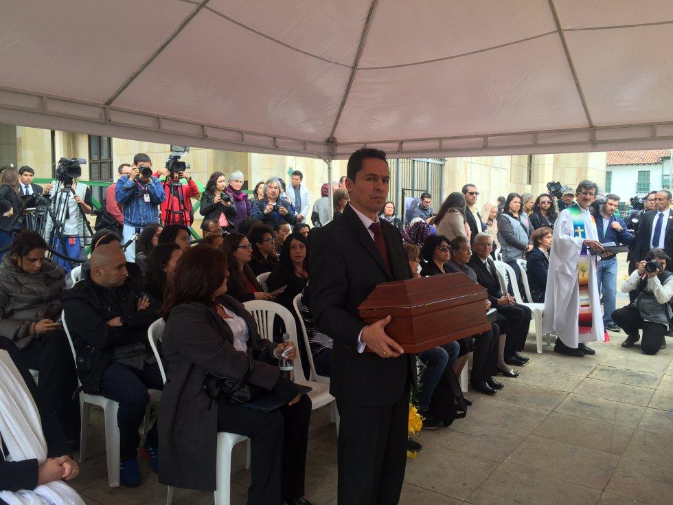 """Echeverri resaltó que es """"un momento histórico y transcendental para Colombia, un momento que todos esperamos sea el momento de la reconciliación, y la paz que anhelamos, nuestro país será un mejor país el día que los derechos humanos sean totalmente respetados""""."""