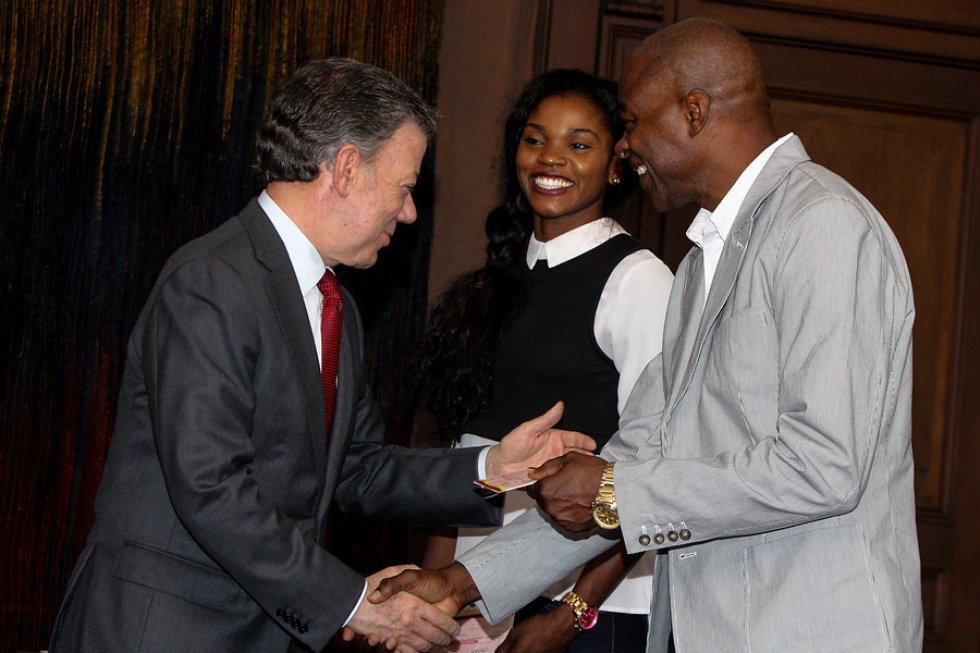 Juan Manuel Santos saluda a Catierine Ibargüen y a Ubaldo Duany.