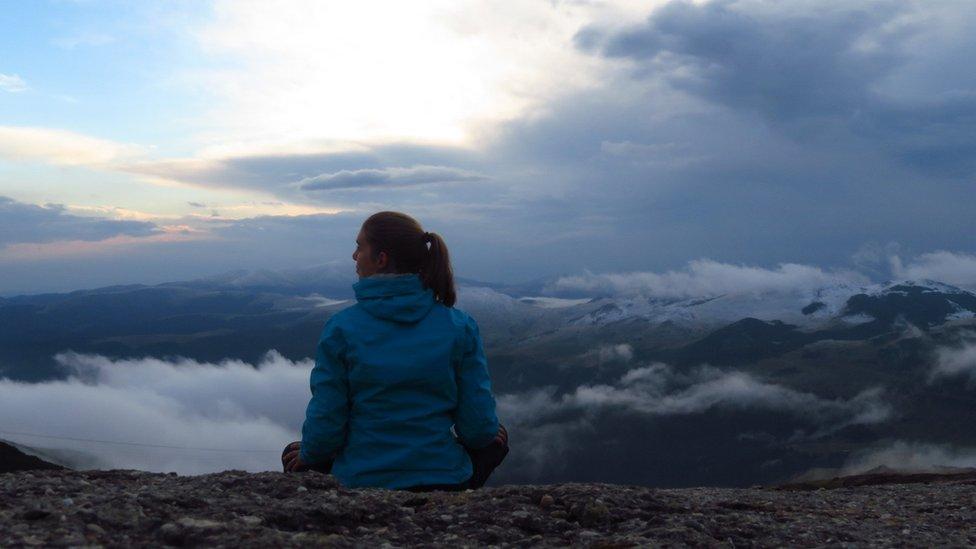 """""""Esta imagen refleja lo que yo defino como descanso. Descansar es disfrutar del paisaje y respirar el aire fresco de una mañana de septiembre mientras me recupero de un solitario ascenso a una cumbre de 1.400 metros"""", dice Janneke Klop. La imagen la tomó en las montaas Bucegi en Rumanía."""