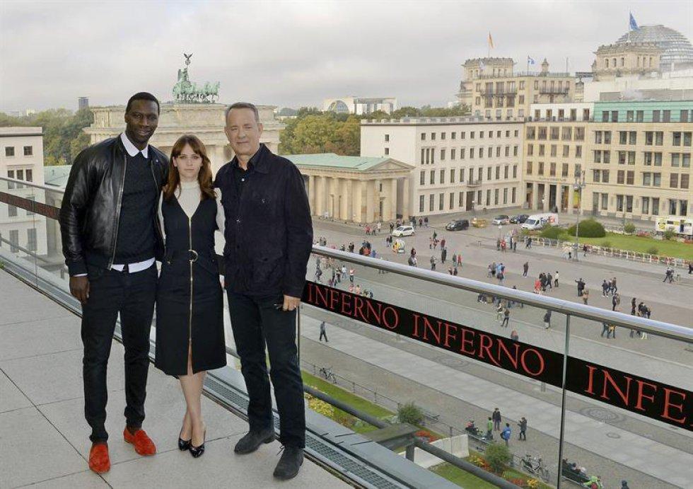 El actor francés Omar Sy, la actriz británica Felicity Jones, el actor estadounidense Tom Hanks.