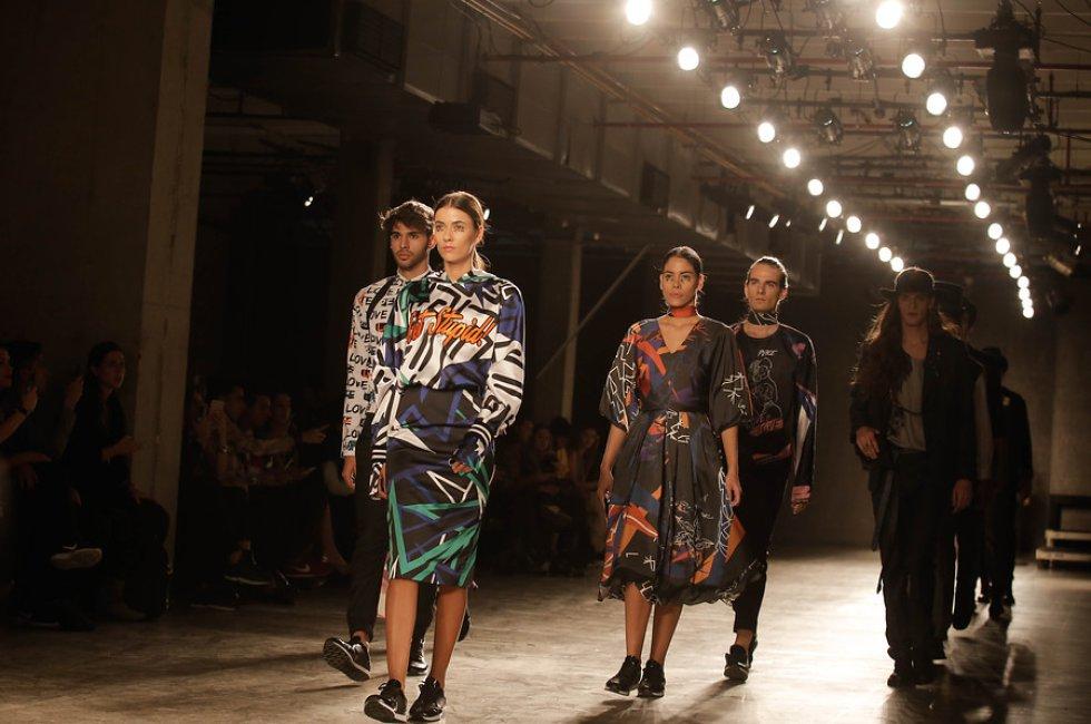 Con música y pasarelas la capital celebra las tendencias en la moda colombiana.