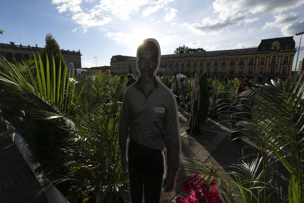 """Miembros del renaciente partido recordaron a las cientos de víctimas desaparecidas durante el llamado """"genocidio de la UP""""."""