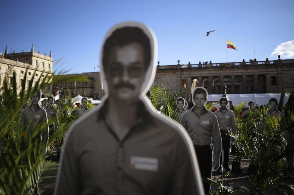 La instalación performática recordó a cientos de desaparecidos y asesinados de la UP.