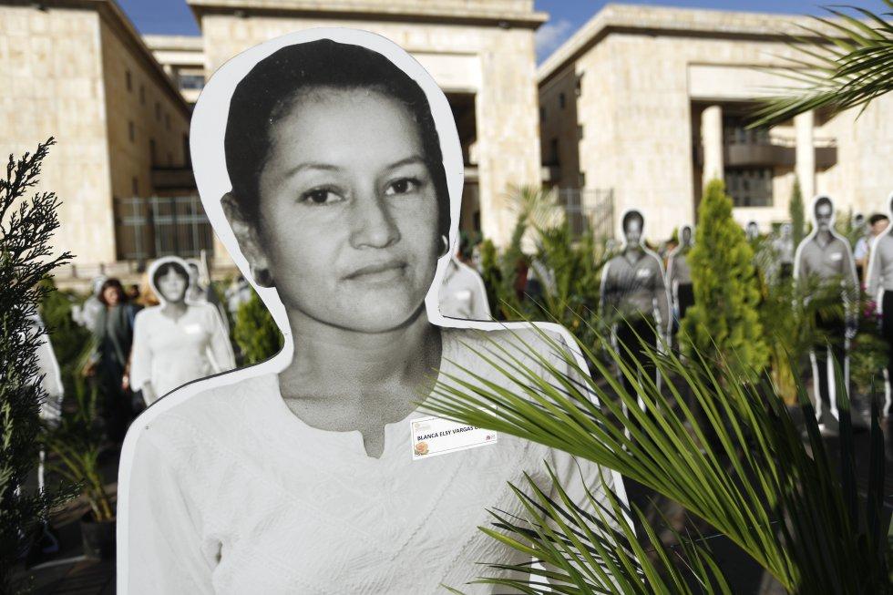 Líderes políticos desaparecidos en el genocidio de la UP fueron recordados en el sentido homenaje por parte de los sobrevivientes a esa cruel época de la política nacional.